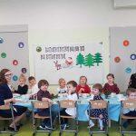 dzieci zabawa i jedzenie