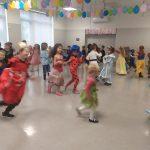 dzieci zabawa tańe