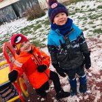 dzieci zabawy na śniego