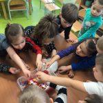 dzieci eksperymenty